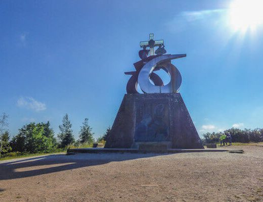 Camino Frances 8-8 - Monument
